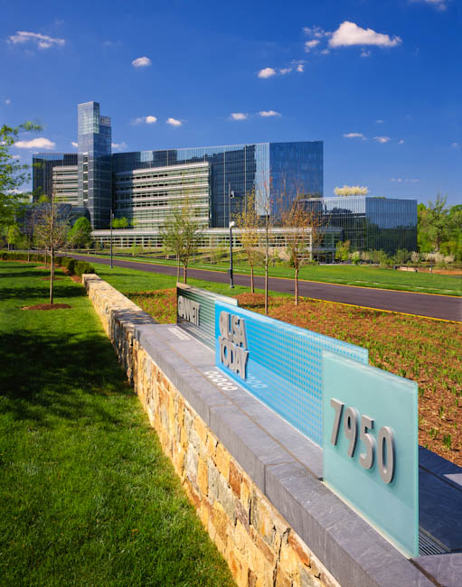 Gannett / USA Today, McLean, VA -signage by Chermayeff & Geismar